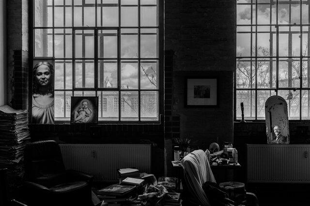 <p>Porträt des Jahres:Im Atelier des Künstlers Michael Triegel in Leipzig hat Christoph Busse fotografiert. Triegel arbeitet im Dezember 2017 an einem Altar für eine Kirche in Bamberg.</p>
