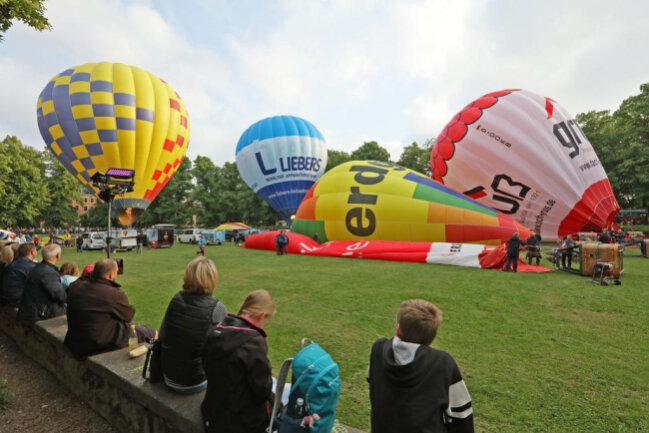 """<p xmlns:php=""""http://php.net/xsl"""">15 Teams sind mit ihren Heißluftballons am Start.&nbsp;</p>"""