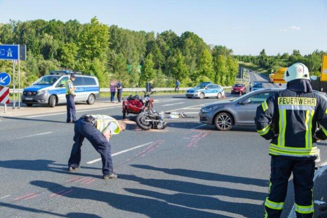 <p>Die Bundesstraße war mehrere Stunden voll gesperrt.</p>