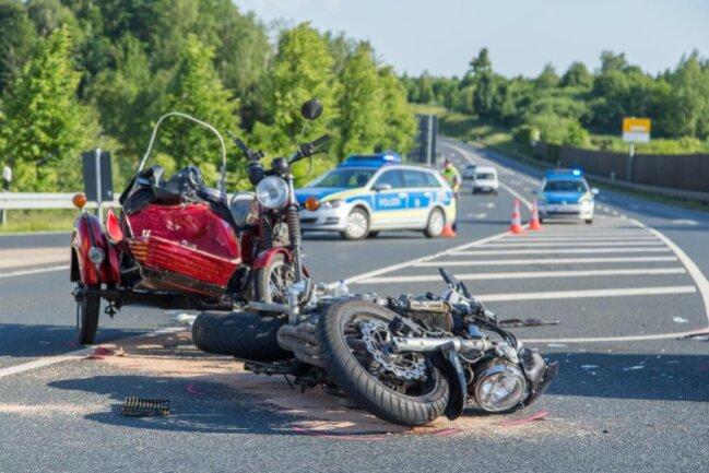 <p>Der Unfall ereignete sich kurz nach der Autobahnabfahrt Siebenlehn.</p>