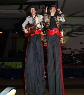 """Am Samstag um 19 Uhr in der Werkhalle der Firma Bestland in Aue-Alberoda bescheren """"Artmontan"""" ihr letztes farbenfreudiges Flamenco - Konzert 2008."""