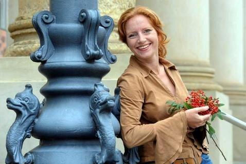 """Die aus Plauen stammenden Reglindis Rauca liest am Donnerstag, 19 Uhr im Malzhaus ihrer Heimatstadt aus ihrem in diesem Jahr erschienenen Roman """"Vuchelbeerbaamland""""."""