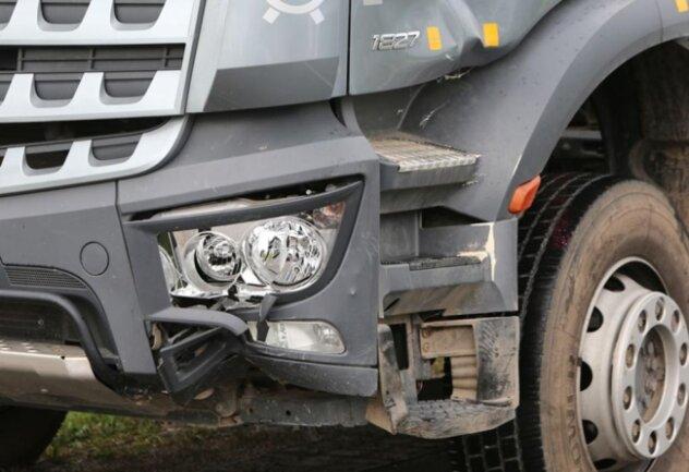 """<p xmlns:php=""""http://php.net/xsl"""">...mit einem Lkw-Fahrer zusammengeprallt und noch am Unfallort verstorben.</p>"""