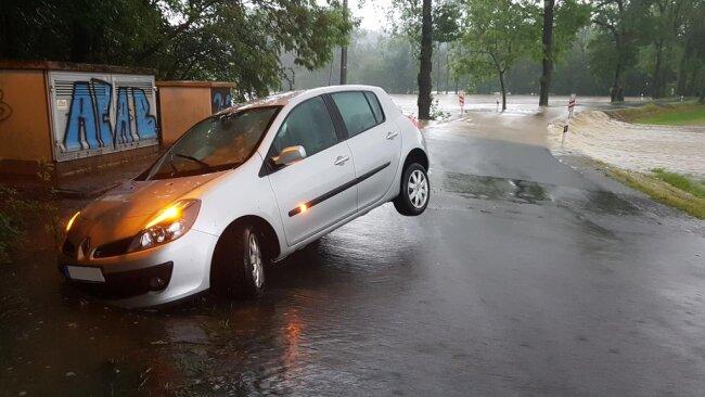 <p>Wie hier in der Nähe von Oberhermsgrün blieben Autos stecken und mussten abgeschleppt werden.</p>