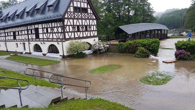 <p>Das Alte Gut in Weischlitz war bereits 2013 vom Hochwasser betroffen und schwer beschädigt worden.</p>