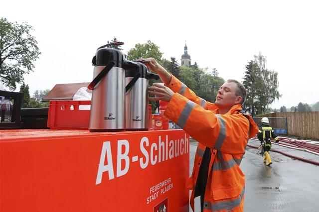 <p>Schichtwechsel um 6 Uhr bei den Einsatzkräften&nbsp;im Plauener Stadtteil Straßberg</p>