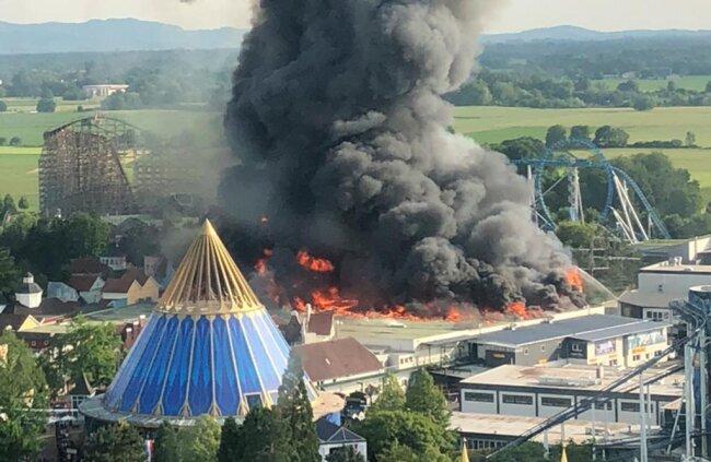 <p>Nach mehreren Stunden Löscheinsatz sagte ein Sprecher der Polizei Offenburg am späteren Abend, der Brand sei unter Kontrolle.</p>