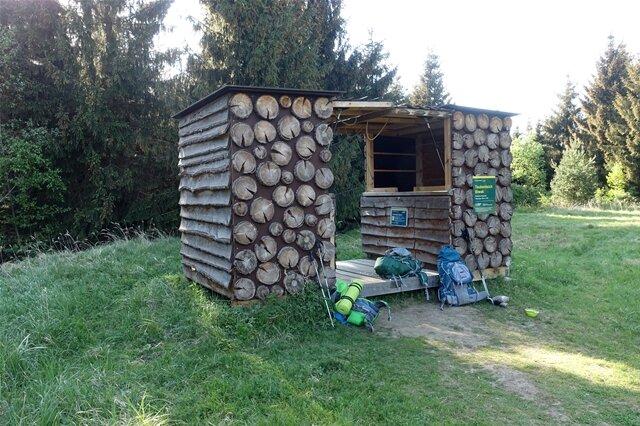 <p>Biwakhütte am Taubenteich.</p>