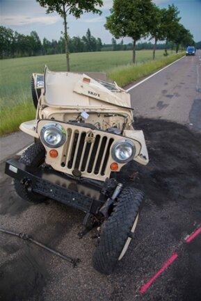 <p>Ein 65-Jähriger überholte mit seinem VW in diesem Moment und fuhr dem Jeep in die Seite.</p>