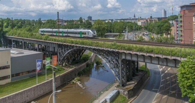 <p>Das Viadukt ist Teil des etwa 2,8 Kilometer langen Chemnitzer Bahnbogens.</p>