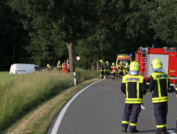 <p>32 Einsatzkräfte der Freiwilligen Feuerwehren Lichtenstein und Heinrichsort waren unverzüglich ausgerückt.</p>