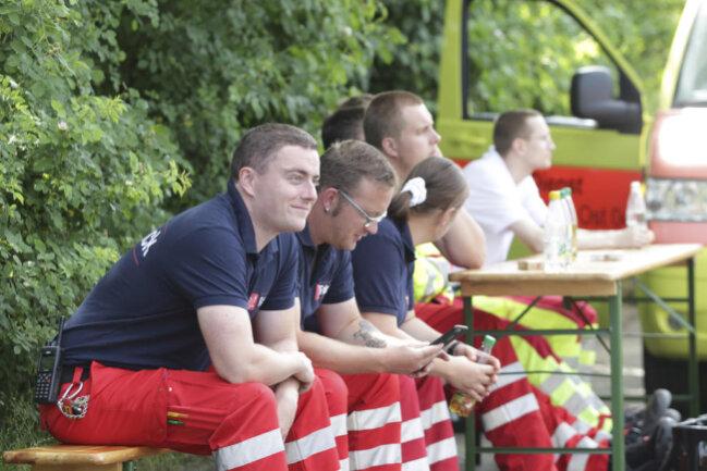 <p>Feuerwehr, Polizei und ein Sondereinsatzkommando der Sächsischen Polizei sind vor Ort.</p>