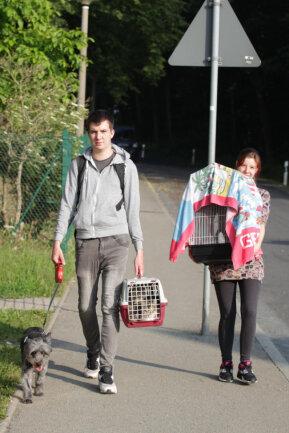 <p>Michelle Schlattner und Marcel Fichtner müssen ihre Wohnung verlassen. Mit Hund, zwei Katzen und einem Wellensittich besuchen sie Verwandte.</p>