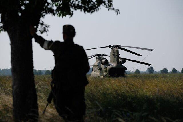 <p>So lange bewacht die Militärpolizei das abgeriegelte Feld.</p>