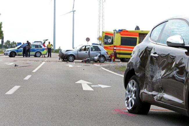 <p>Das war der vierte Unfall innerhalb von zwei Wochen. Dieses Mal kollidierten zwei Autos miteinander, weil eine 77-jährige Ford-Fahrerin ein Stoppschild missachtete.</p>
