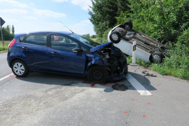 <p>Laut Polizei fuhr eine 55-jährige Opel-Fahrerin in Richtung Wildenfels mit Schrittgeschwindigkeit hinter einem Lkw her.</p>