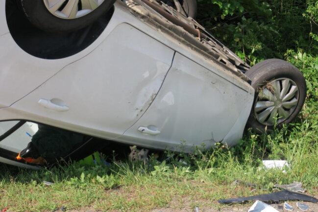 <p>Die Opel-Fahrerin sowie die 34-jährige Ford-Fahrerin und sechsjähriges Kind, das mit im Ford saß,wurden schwer verletzt in umliegende Krankenhäuser gebracht.</p>