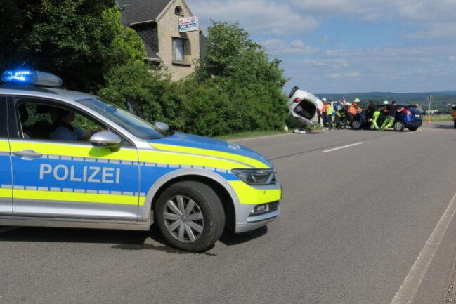 <p>Es entstand ein Sachschaden von 18.000 Euro.Die S 283 wurde bis etwa 17.30Uhr voll gesperrt.</p>