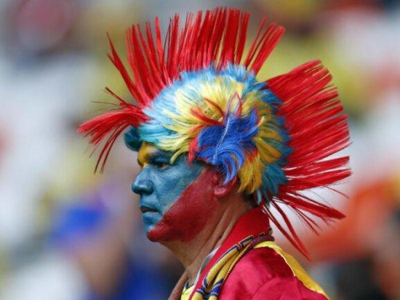 <b>Punk</b><br/>Dieser Fan geht glatt als kolumbianischer Fußball-Punk durch. Foto: Natacha Pisarenko/AP<br/>19.06.2018 (dpa)