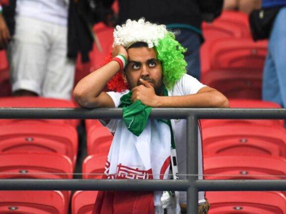<b>Trauriger iranischer Fan</b><br/>Der Iran spielt gegen den amtierenden Europameister Spanien lange gut mit, verliert aber letztendlich unglücklich. Foto: Chen Cheng/xinhua<br/>20.06.2018 (dpa)
