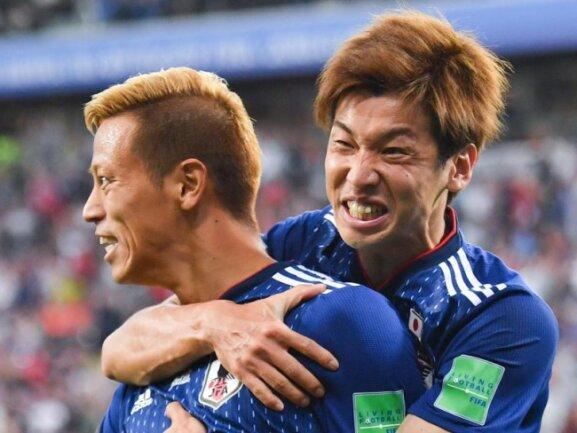 <b>Kampfgeist</b><br/>Torschütze zum 2:2 Keisuke Honda feiert seinen Treffer euphorisch mit seinem sein Teamkollegen Yuya Osako. Den Japanern gelang es zweimal im Spiel gegen Senegal einen Rückstand wettzumachen. Foto: Liu Dawei/xinhua<br/>24.06.2018 (dpa)