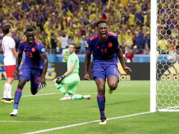 <b>Im Rennen</b><br/>Auch dank des Treffers von Yerry Mina (M.) kann Kolumbien nach dem 3:0 gegen Polen wieder auf das Achtelfinale hoffen. Foto: Thanassis Stavrakis/AP<br/>24.06.2018 (dpa)