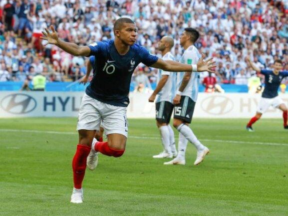 <b>Matchwinner</b><br/>Kylian Mbappe ist mit seinem Doppelpack der Matchwinner des Achtelfinals gegen Argentinien. In einem abwechslungsreichen Spiel hat Frankreich 4:3 gewonnen und ist in das Viertelfinale eingezogen. Foto: David Vincent/AP<br/>30.06.2018 (dpa)