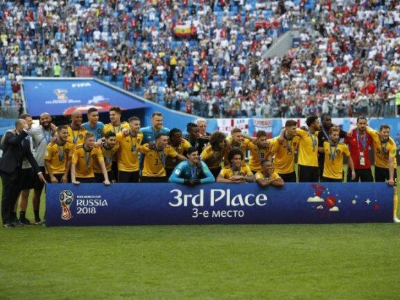 <b>WM-Dritter</b><br/>Die Spieler aus Belgien jubeln mit ihren Medaillen bei einem Gruppenfoto nach dem 2:0-Sieg im Spiel gegen England um Platz drei bei der WM inRussland. Foto: Petr David Josek/AP<br/>14.07.2018 (dpa)