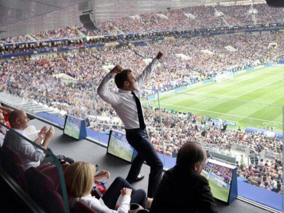 <b>Feierbiest</b><br/>Der französische Präsident Emmanuel Macron feiert ausgelassen den WM-Titel seiner Nation. Foto: Alexei Nikolsky<br/>15.07.2018 (dpa)