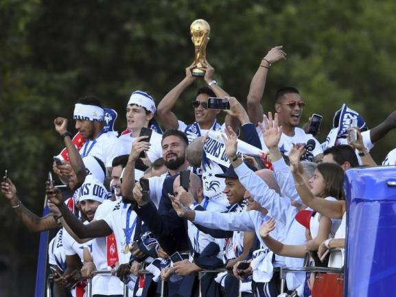 <b>Empfang</b><br/>Der Weltmeister ist zurück in Paris. Foto: Eric Feferberg<br/>16.07.2018 (dpa)