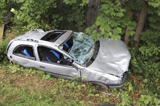 <p>Der Wagen kam schließlich im Seitengraben zum Stehen.</p>