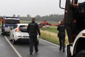 <p>Bei einem Unfall auf der B 92 zwischen Plauen und Elsterberg ist am Samstagnachmittag eine 22-Jährige schwer verletzt worden.</p>
