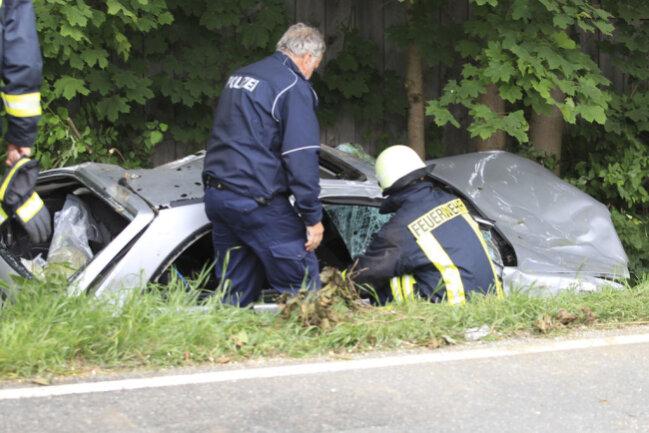 <p>Wie die Polizei mitteilte, geriet der Opel der Frau nach einer Rechtskurve in der Nähe der Schöpsdrehe auf den Seitenstreifen und anschließend ins Schleudern.</p>