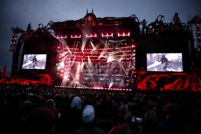 """<p>Das """"Matapaloz""""-Festival lockte am Freitag und Samstag 80.000 Fans an. Neben den Böhsen Onkelz, die an jedem der beiden Abende als Headliner auftraten, spielten auch bekannte Bands wie Megadeth, In Extremo, Rose Tattoo oder Arch Enemy.</p>"""