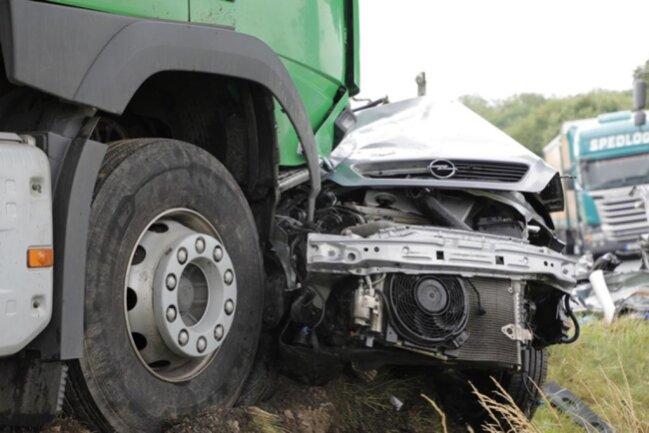 <p>Der Fahrer des Lasters wurde schwer verletzt.</p>