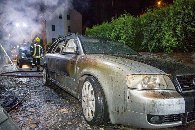 <p>Durch die Hitzeentwicklung wurde zudem ein geparkter Audi massiv beschädigt.</p>