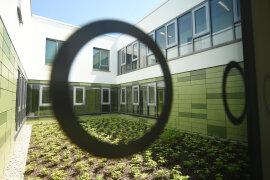 <p>Am Chemnitzer Frauengefängnis an der Reichenhainer Straße ist am Freitagnachmittag eine Einrichtung des offenen Vollzugs offiziell übergeben worden.</p>