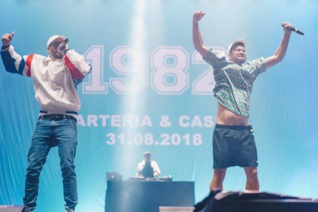 <p>Als geheime Headliner standen am Freitagabend neben RIN, Haiyti und Cro die Rapper Casper (links) und Marteria auf der Bühne.&nbsp;</p>