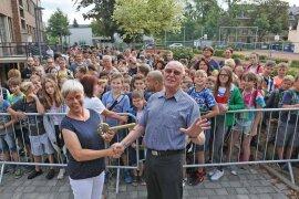 """<p>Ehe die Tore geöffnet wurden, hatte Bürgermeister<a href=""""https://www.freiepresse.de/thema/Bernd+Meyer"""" title=""""Artikel zur Person: Bernd Meyer"""">Bernd Meyer</a>(Die Linke) den großen goldenen Schlüssel an Projektleiterin Sylvia Schulze übergeben.</p>"""
