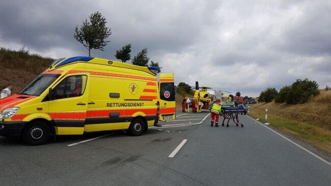 <p>Neben Krankenwagen war auch ein Rettungshubschrauber im Einsatz.</p>
