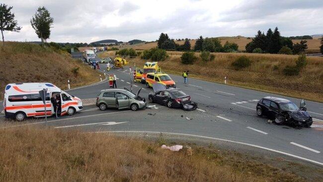 <p>Angaben zum Hergang des Unfalls konnte die Polizei zunächst nicht machen.</p>
