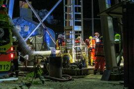 <p>Der 33-Jährige wurde bei Arbeiten in einem neu aufgeschlossenen Schacht in der Nacht zum Freitag von einem Förderkorb am Kopf getroffen, wie ein Sprecher der Polizei Chemnitz mitteilte.</p>