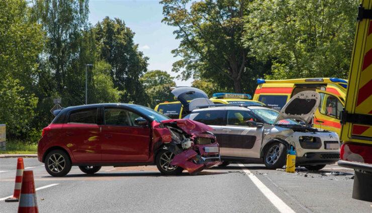 <p>Gegen 14.15 Uhr hatte ein 33-jähriger Citroen-Fahrer von der Bundesstraße nach links abbiegen wollen.</p>
