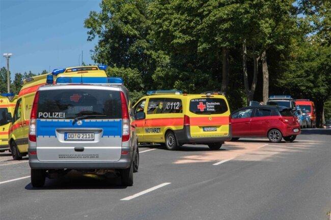 <p>Im Einsatz waren Kameraden der Freiwilligen Feuerwehr Oederan, der Rettungsdienst mit vier Fahrzeugen und ein Notarzt.</p>