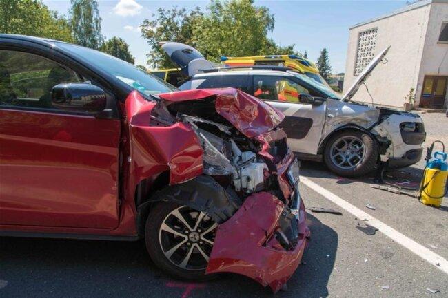 <p>Die 71-jährige Beifahrerin des Mitsubishi kam schwer verletzt ins Krankenhaus.</p>