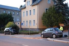 <p>Gegen 3.40Uhr verlor erstadtauswärts an der Chemnitzer Straße in einer leichten Rechtskurvedie Kontrolle über sein Fahrzeug.</p>