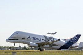 <p>Es handelt sich um das Nachfolgermodell für die Lastesel des europäischen Flugzeugbauers: Mit seinen Belugas transportiert Airbus riesige Flugzeugeile wie Rümpfe oder Flügel zwischen seinen europäischen Standorten.</p>