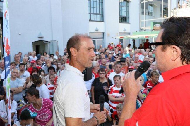 <p>Ganz wichtig ist aus Sicht des neuen Trainers, Joe Enochs, der mit lautstarkem Beifall begrüßt wurde, ein guter Start.</p>