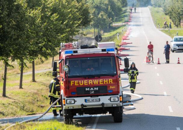 <p>Die gegen 17.30 Uhr alarmierten Feuerwehren von Nöbeln, Wechselburg und Rochlitz waren laut dem Nöbelner Wehrleiter Ulrich Eichler im Einsatz und hatten die Brände nach etwa einer Stunde gelöscht.</p>