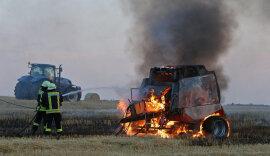 <p>Wie die Polizei mitteilte, fing eine Rundballenpresse Feuer.</p>